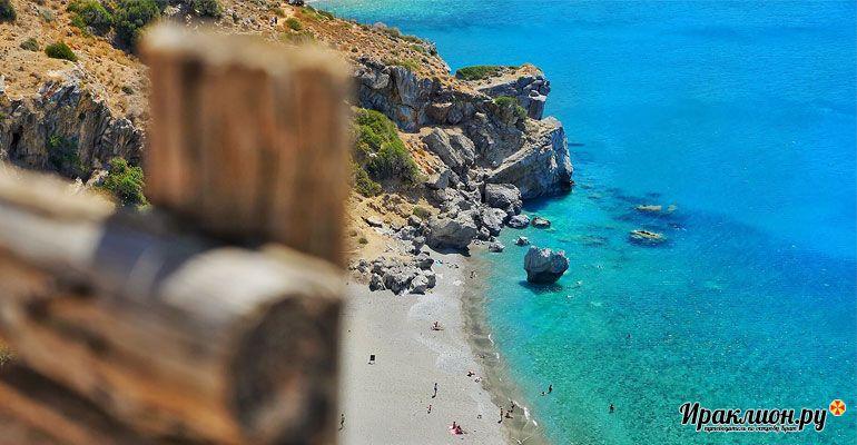 Вид на пальмовый пляж Превели сверху. Крит, Греция.