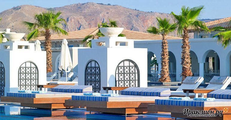 Отдохнули у бассейна? Пора выбрать несколько интересных экскурсий и покататься по Криту или даже Санторини!