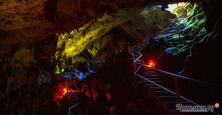 Выход из пещеры Зевса. Крит, Греция.
