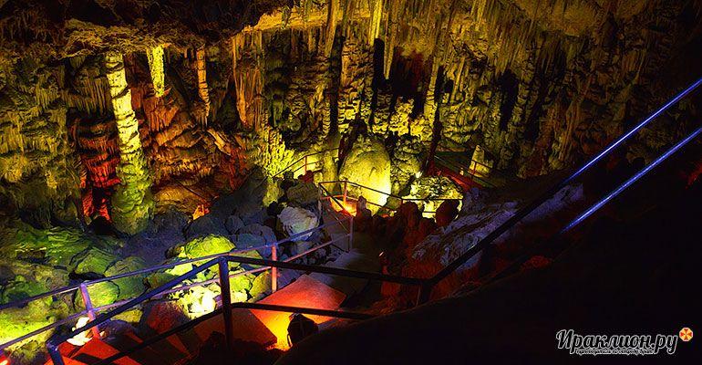 Спуск в пещеру Зевса. Крит, Греция.