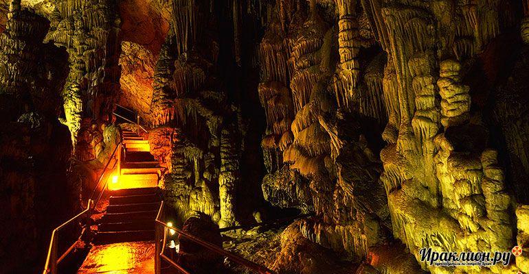 Посмотреть пещеру Зевса.