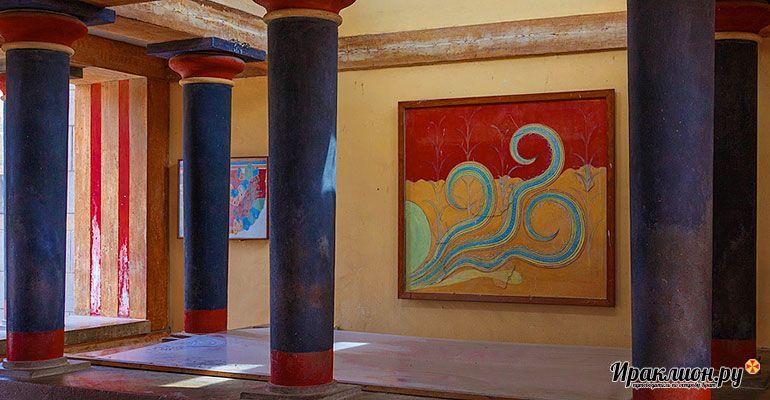 Символ Кносского дворца - традиционные красно-чёрные колонны. Крит, Греция.