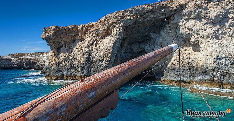 Морские пещеры на острове Куфониси. Крит, Греция.