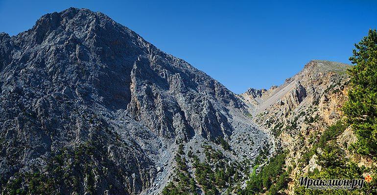 У входа в парк Белых гор. Крит, Греция.