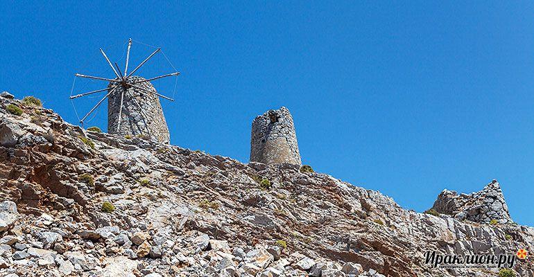 Ветряные мельницы на перевале Сели. Крит, Греция.